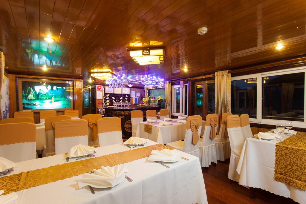 Nhà hàng trên Du Thuyền Golden Star Cruise 3 Sao