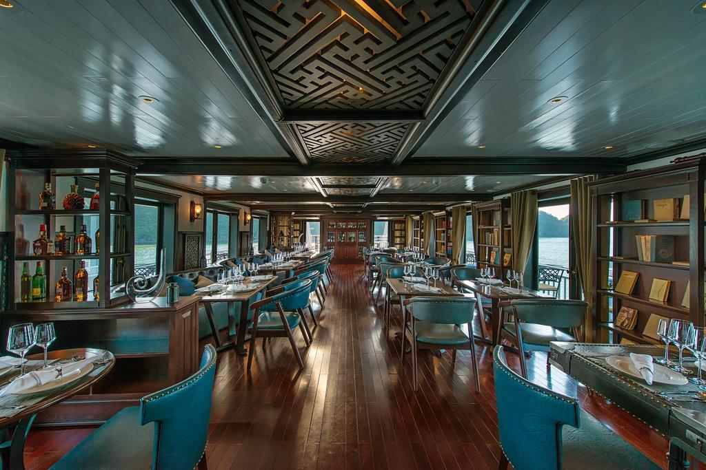 Nhà hàng trên Du Thuyền Paradise Luxury đẳng cấp