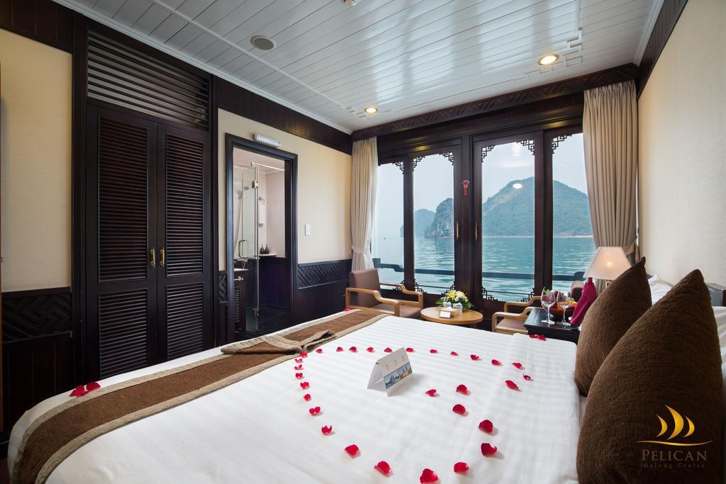 Du Thuyền Pelican Cruises 4 Sao du lịch ngủ đêm trên Vịnh Hạ Long