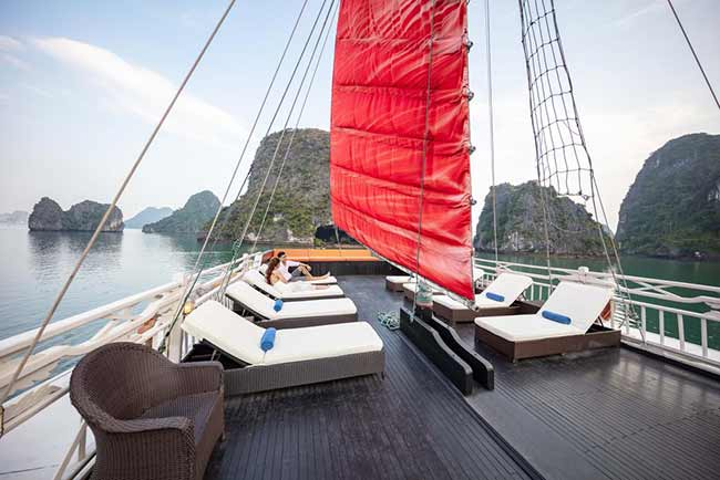 Sun Deck Du Thuyền Syrena Cruises