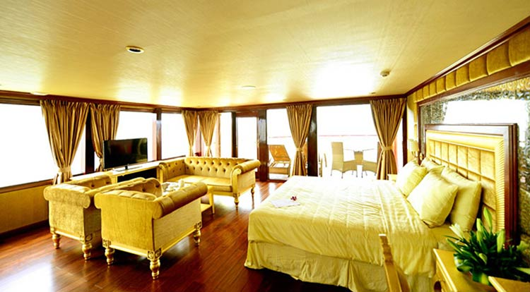 Du thuyền Golden Cruise 9999 là tàu 5 sao lớn nhất, Các phòng ngủ rộng rãi, hầu hết đều có ban công.