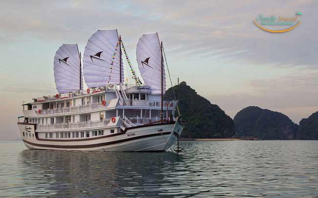 du thuyền đạt tiêu chuẩn 5 sao Signature Royal Cruise